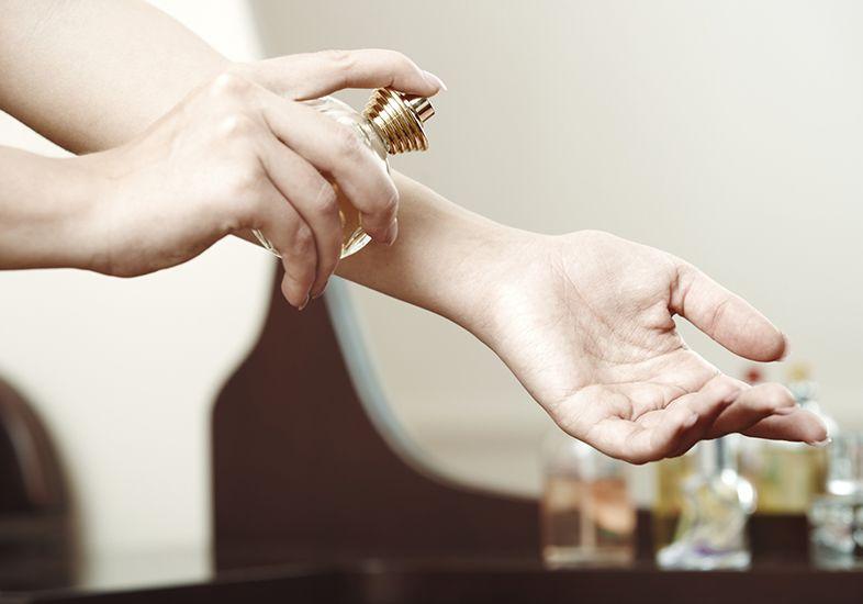 4 Regiões do corpo em que você deve aplicar seu perfume